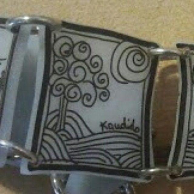 braccialetto resina dipinta a mano. È possibile avere braccialetti personalizzati. Non esitate a contattarmi.  Nel costo è compresa la spedizione.