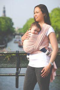 Heerlijk zachte, mooie en ergonomische geweven draagdoek van 100% ORGANIC katoen in de kleur Pure Baby Peach. Dit is een limited edition.
