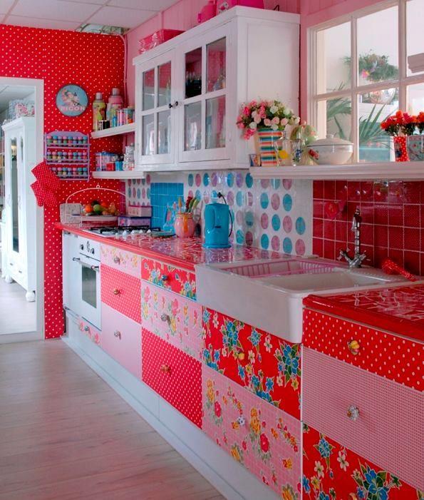 keukenkastjes gepimpt met plakfolie: http://haremaristeit.nl/diy-keukenkastjes-pimpen-met-plakfolie-2/