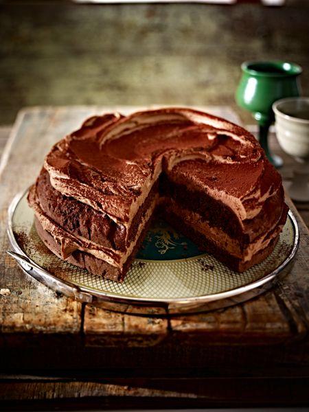 schokoladiger Schokoladenkuchen mit Sahne-Kaffee-Schokoladen-Mousse - http://www.wunderweib.de/kochen/17-schokoladenkuchen-rezepte-suesse-versuchung-a170146.html