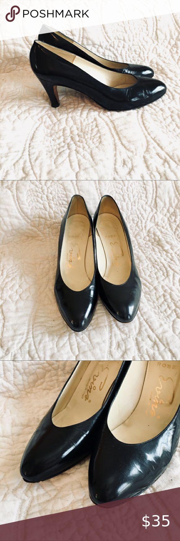 shoes, black pumps, high heels, gold details - Wheretoget