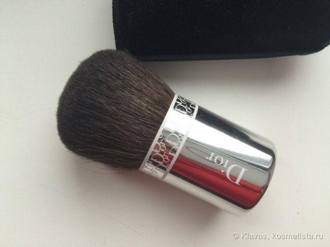 Dior Backstage Makeup Powder brush — кабуки для пудры.