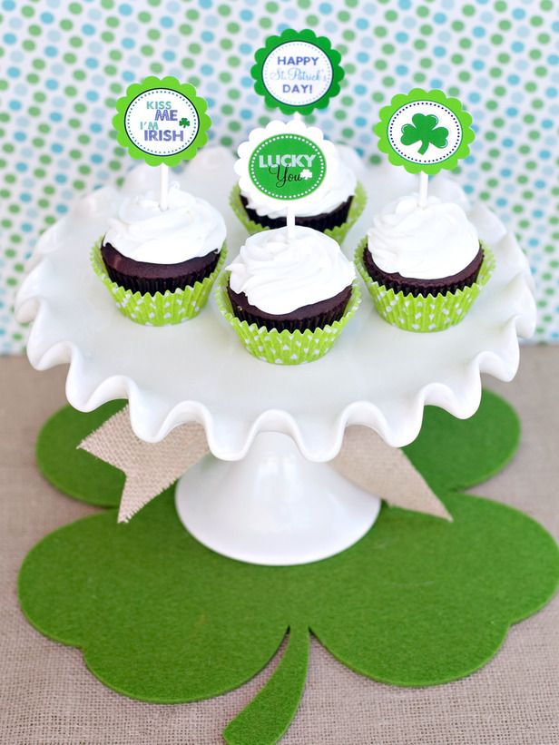 St. Patrick's Day cupcake toppers. Very cute.