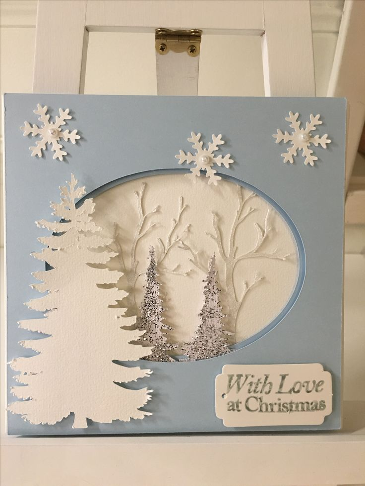 Christmascard blue and white. Using brother scan'n cut for ovale and trees. Foampads between the layers to make more dimension.