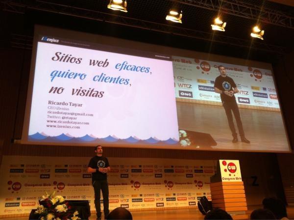 Ricardo Tayar en su charla sobre sitios web eficaces