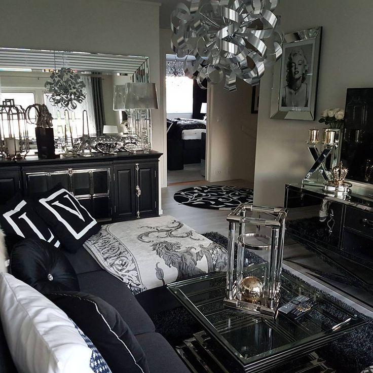 TV stuen oppe #upstairslivingroom #details #decoratingideas #decoration #myhome #classicliving #passionforhem #passion4interior #finahem #finehjem #interiorlove #interior2all #interior #interiør #interiordesign #interior9508 #ourluxuryhome #interior4you1#love_home_decorating#mrsdesigns