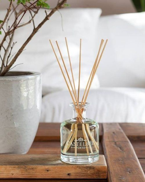 Os difusores de fragrância Castelbel Ambiente são a escolha perfeita para perfumar qualquer espaço. [Our Castelbel Ambiente reed diffusers are the perfect choice to delicately fragrance any space.] .  Visite a nossa Concept Store, esperamos por si…...