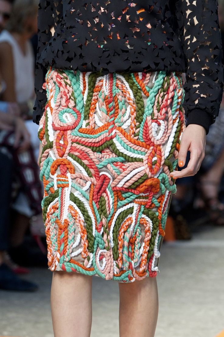 4cce095f9a8228e6547441d3943bb636.jpg 929×1,400 pixels knitted , woven textural couture skirt