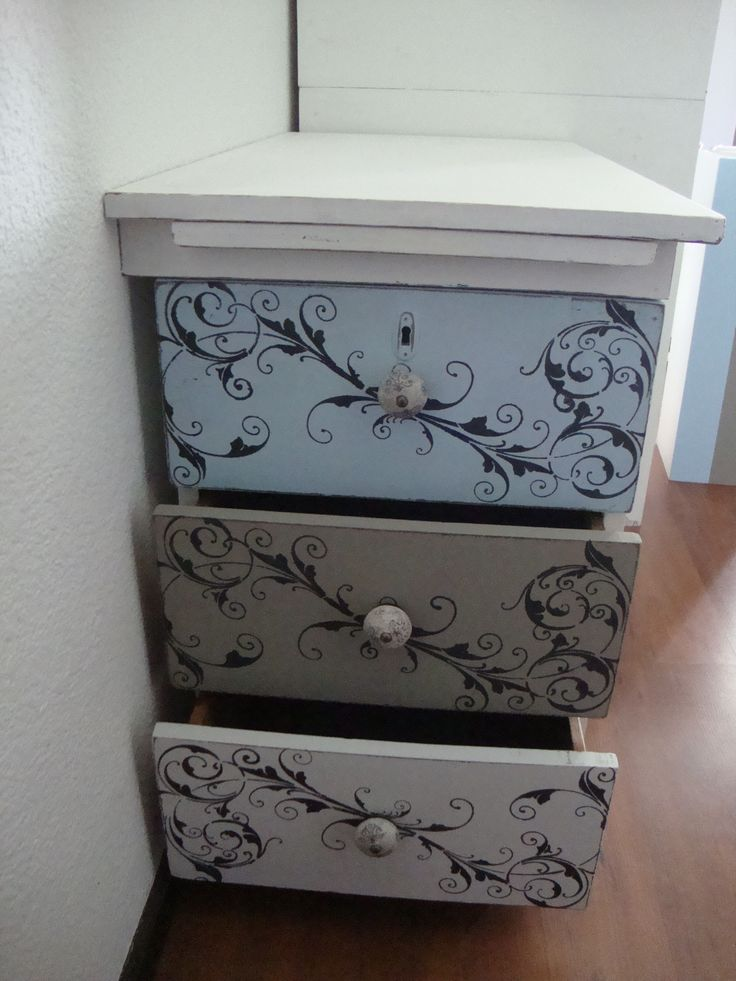 This was my weekend project and I truly love the way it came out. Granny B colours used - #Daisy #BubblegumMilkshake #GrainSack and #Mushroom - The knobs are also from Granny B's range, Stone Fleur de Lis xxx
