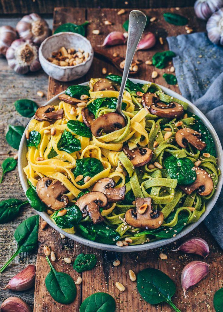 Simple mushroom pasta with spinach (vegan