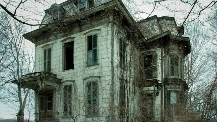 Cleveland photographer Seph Lawless has travelled across the United States in search of the spookiest abandoned properties.