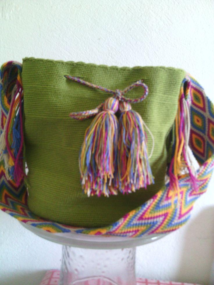 Entra a tu tienda online www.estiloswayuu.com y veras mas variedad en bolsos, clutch, collares y muñequeras.