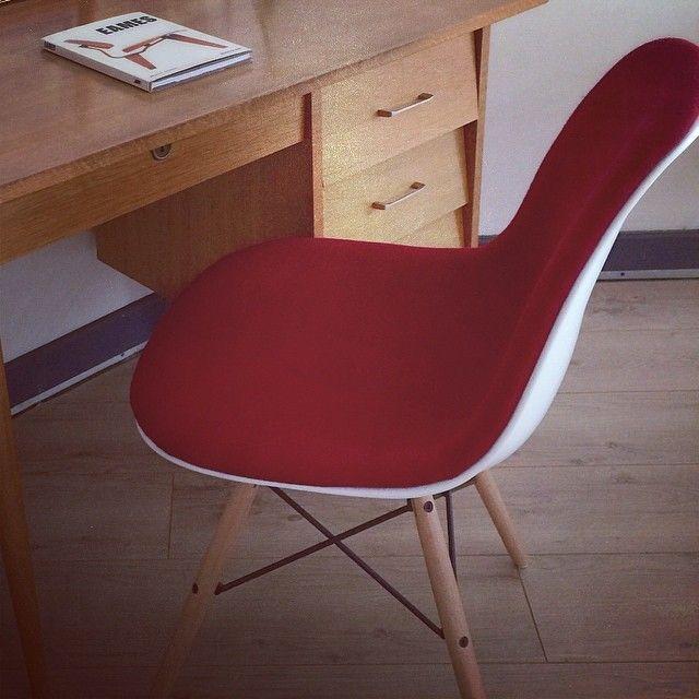 77 best l 39 univers meubles design meubles design 39 s for Chaise design eames dsw