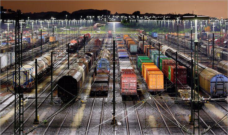 Amazing!!! Güterbahnhof Maschen (HafenCity Hamburg III) - Bild & Foto von Stefan Zimmermann aus Industrie nachts - Fotografie (9874415) | fotocommunity