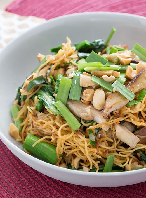 This quick recipe for chow mein delivers big, authentic flavors!