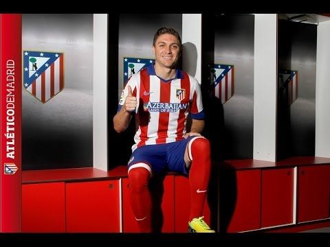 "SIQUEIRA ¡PRESENTADO!. ""No tardé ni un segundo en decidirme cuando el Atleti dijo que estaba interesado"". El brasileño está orgulloso de haber estrenado nuestra nueva camiseta en el Calderón.  - SIQUEIRA, PRESENTED!. ""It didn´t take me a second to decide when Atleti said they were interested"". The brazilian is proud to have worn our new shirt for the first time at the Calderón. We all expect much of him."