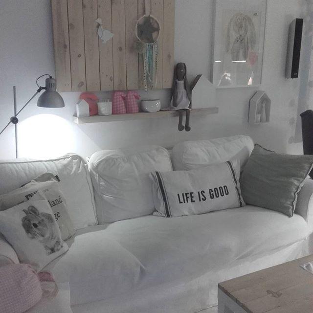 Nasze miejsce odpoczynku wieczorową  porą, a na półce przesliczna króliczka od cudownej Kasi z Baśniowy  dom