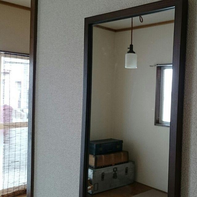 3DK、家族住まいのトランク/照明/シンプル/アパート/古道具/無印良品…などについてのインテリア実例を紹介。「無印良品の鏡はとても便利。 」(この写真は 2016-03-30 09:02:00 に共有されました)