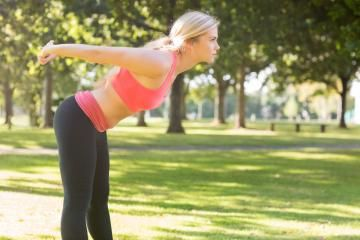 See the best ways to stretch out your upper body to take away the tense feeling. These stretches will make you feel relaxed and loosen your tight shoulders. Do these easy stretches anytime during the day when your upper body muscles are tight and stiff.