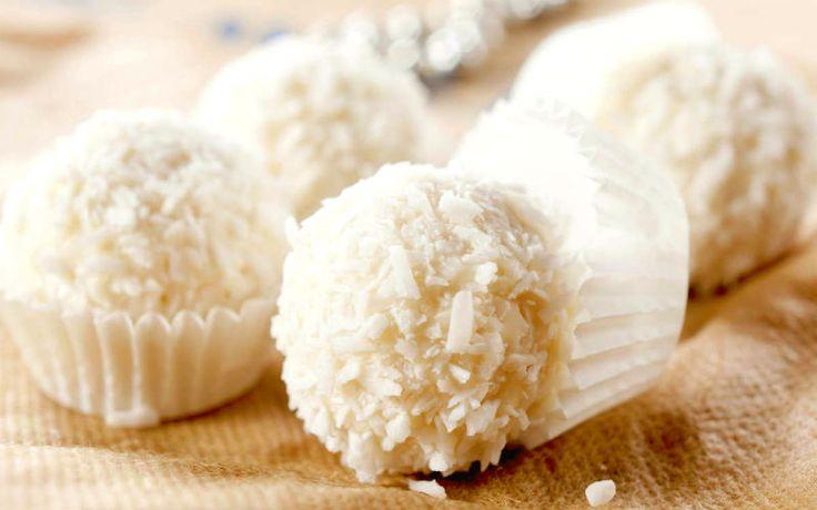 Beijinho de batata doce e coco.Parece beijinho, mas não é! Esse doce, além de pouco calórico, oferece todos os benefícios do coco e da famosa batata doce