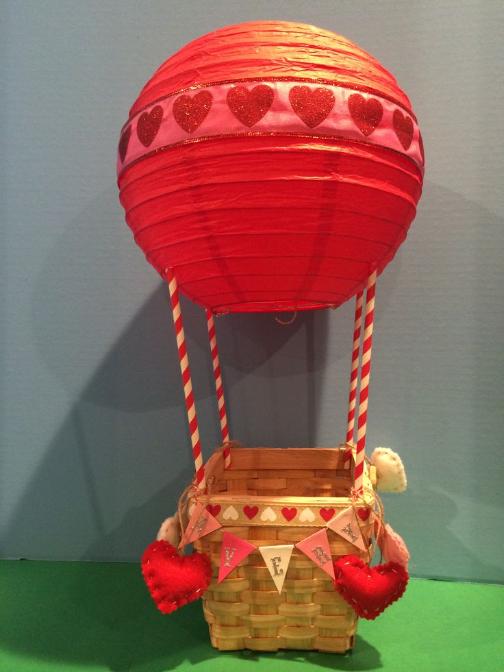 Valentine's Day box. Hot air balloon.