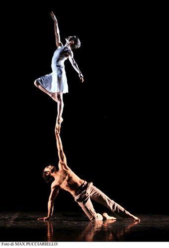 Alchemy dal 25 Febbraio 2014 al 2 Marzo 2014 Sede: Teatro Donizetti di Moses Pendleton coreografie Moses Pendleton con Momix produzione Momix, Planeta Momix e Duetto 2000 http://www.teatrodonizetti.it/DoniEditorial/newsCategoryViewProcess.jsp?editorialID=3925