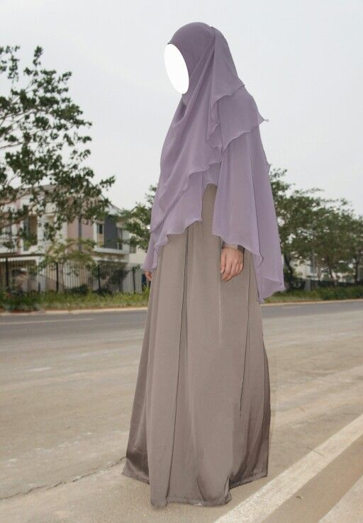 Simple syar'i dress from KATALEYA. Love the combination of dusty purple khimar and mink dress.