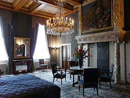 Van G. Lanting. Een ruimte in het Paleis op de Dam in Amsterdam. Prachtige schouw...