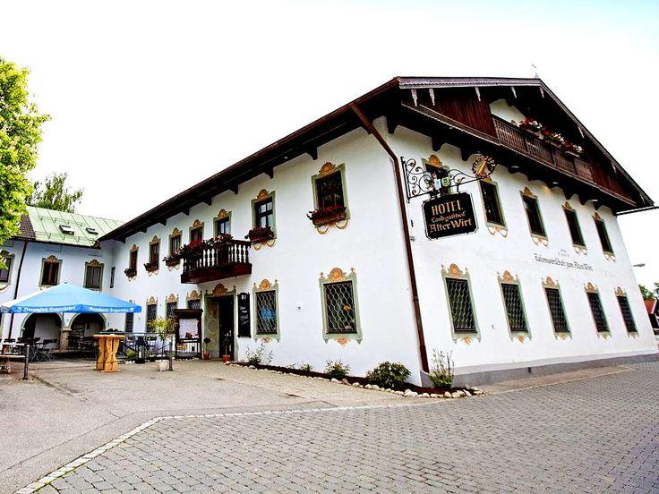 Wanderurlaub in #Bayern, Weyarn: Macht Ausflüge an den Starnberger See und in die Chiemgauer Alpen oder Fahrt nach München, dessen Innenstadt nur 38 Kilometer von dem 3-Sterne #Hotel Landgasthof Alter Wirt entfernt ist. Übernachten könnt ihr in dem Hotel für nur 44 Euro zu zweit.