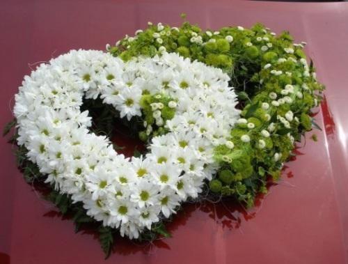Auch nett mit passenden Blumen in grün und weiß