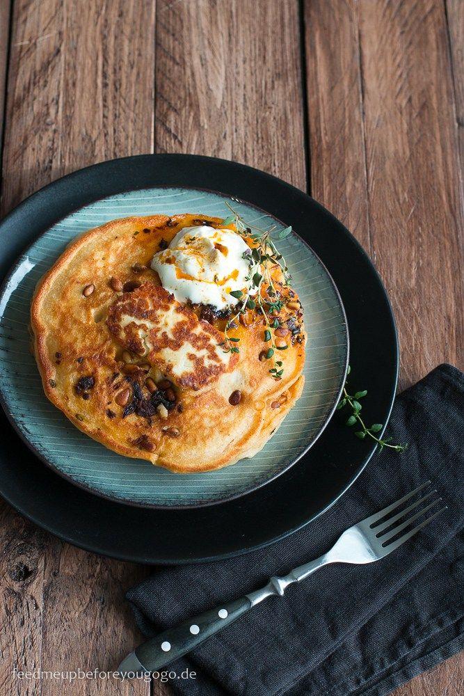 Rauchig-scharfe Pancakes mit Halloumi & Chipotle, Rezept / Hot & smoky pancakes with halloumi, thyme & chipotle // Feed me up before you go-go