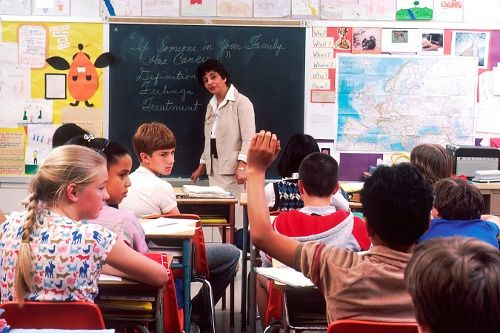 """Picture: OLD-SCHOOL classroom, NOT 21st Century!'= Links """"The 21st Century K-12 Classroom and Multi-touch Technology http://www.nuiteq.com/company/blog/the-21st-century-k-12-classroom-and-multi-touch-technology"""