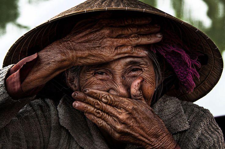 Sourires masqués du Vietnam par Réhahn - http://www.2tout2rien.fr/sourires-masques-du-vietnam-par-rehahn/