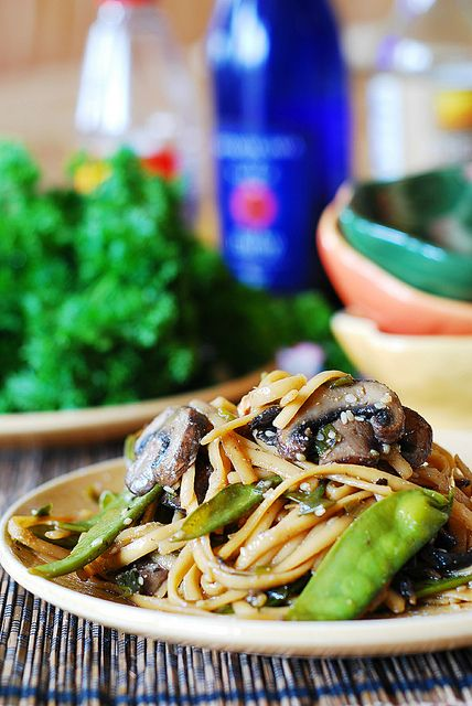 Easy weeknight dinner: Spicy Asian noodles and mushrooms, with snow peas