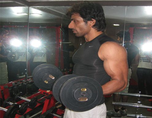 Working Out is the Mood changer for many people. #SonuSood a #bollywood star is working out at the gym of Ravine hotel.