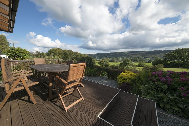 Garden Cottage, Coniston.   Sleeps 6, This delightful detached cottage with fantastic views across Coniston Water is only a 10 to 15 minute walk into the village centre.