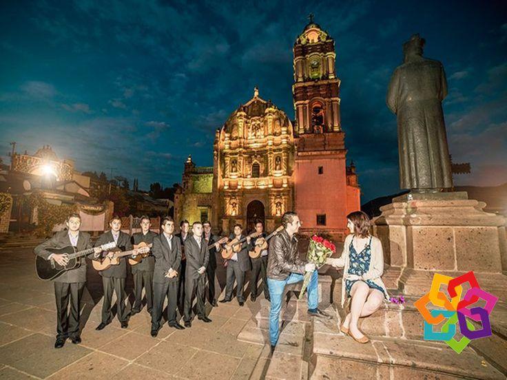 """MICHOACÁN MÁGICO Al noreste de Michoacán podemos encontrar el Pueblo Mágico de Tlalpujahua, llamado así por dos palabras """"Tlalli"""" que significa tierra y """"Poxohuac"""" tierra esponjosa, que juntas se interpretan como la hermosa región en las montañas. Lo encontramos a 2 horas de la Ciudad de México y es el pretexto perfecto para relajarnos en pareja y disfrutar de pintorescos pueblos y tradiciones. HOTEL ALAMEDA http://www.hotel-alameda.com.mx"""