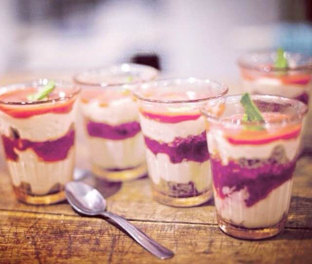 Yoghurt dessert with cranberry cream sauce