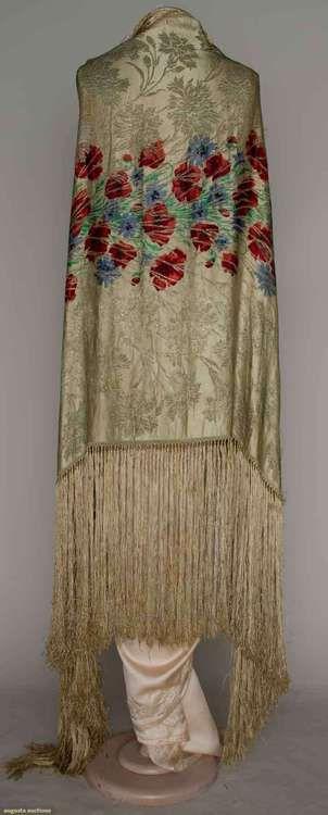 Scialle rettangolare in velluto con ricami orizzontali in colori vivi e brillanti. Piuttosto caldo. Costo £80