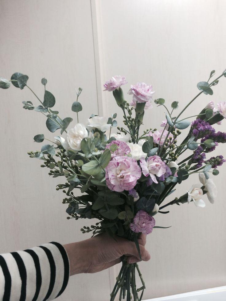 handtied,flower.