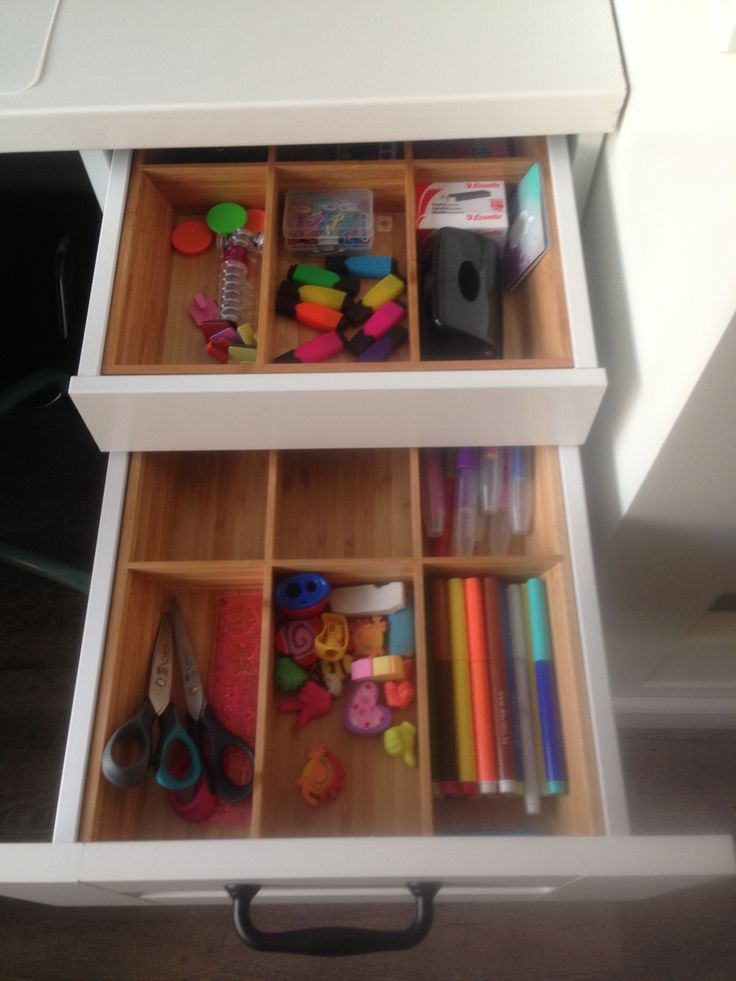 Ikea hack keukenkast 60 hoog met stelpoten eronder for Ladeblok voor zweefdeurkast