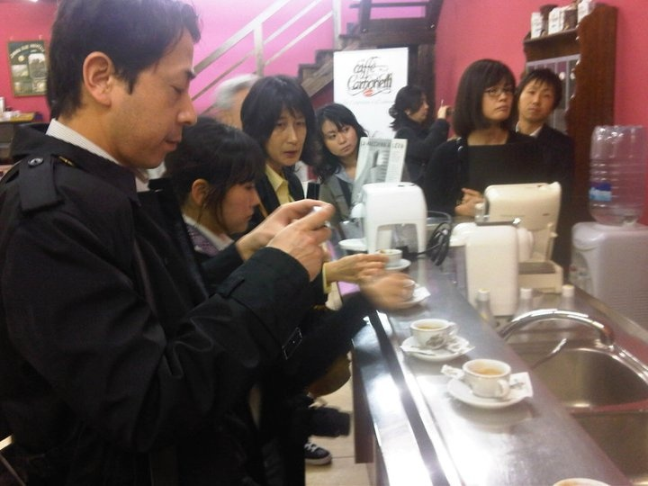 Japanese friends who photograph the cups of Caffè Carbonelli  #coffee #japan