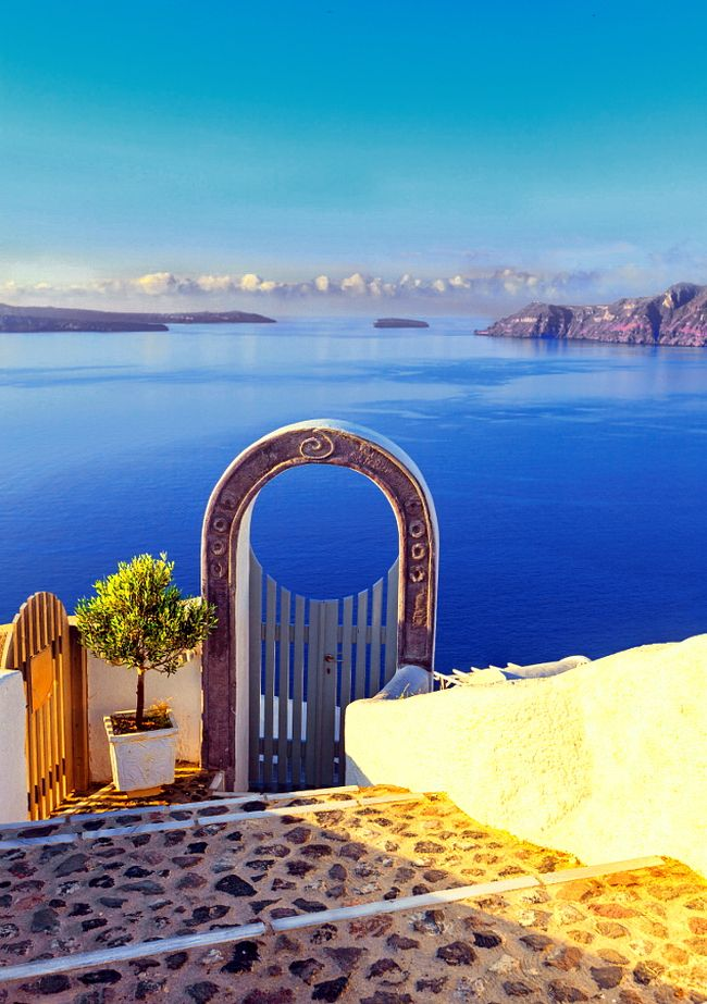 Cyclades. Village of Oia  Santorini.  Gate into heaven, Greece.  Κυκλάδες. Χωριό Οία Σαντορίνη . Πύλη γιά τον παράδεισο.