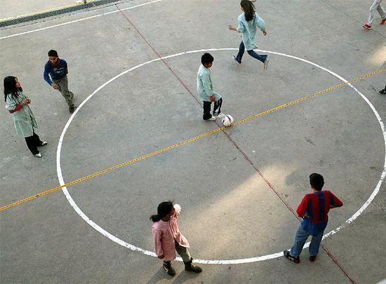 Análisis y modificación de los juegos y deportes tradicionales para su adecuada aplicación en el ámbito educativo. Antonio Méndez.