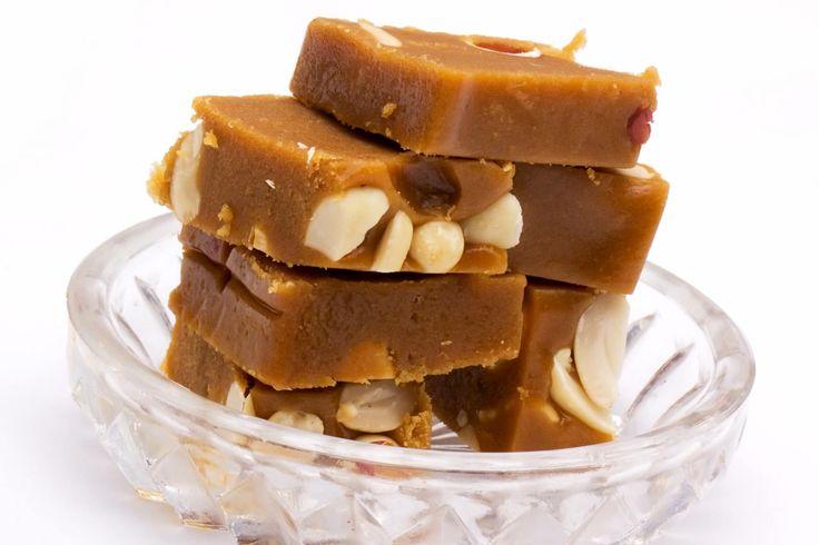 Χαλβάς Φαρσάλων. Το νόστιμο γλυκό που δεσπόζει συνήθως σε πανηγύρια και γιορτές.