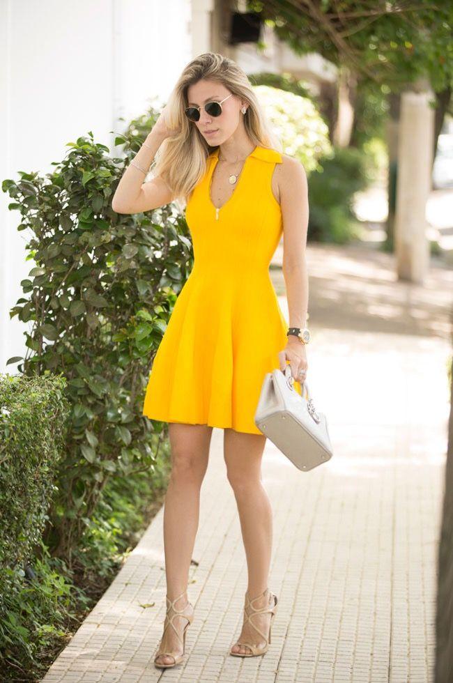 Look com vestido amarelo perfeito para ficarmos chic e elegantes nos dias quentes de verão. Confiram aqui como arrasar com mais esta peça de tricot.