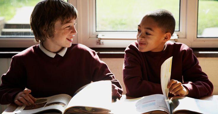Jogos de matemática para o 6º ano. Se você é professor de matemática de alunos do 6º ano ou se seu filho está nesse ano escolar, você pode achar difícil reforçar os conceitos dessa matéria. Uma ótima forma de incentivar as crianças a fazerem as atividades de matemática é desafiá-las com jogos. Há muitos jogos matemáticos que ajudarão os alunos do sexto ano a melhor entenderem os ...