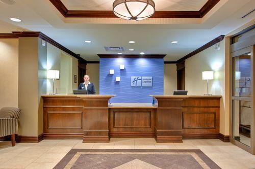 Welcome to Holiday Inn Express & Suites Huntsville Hotel in Huntsville, Ontario
