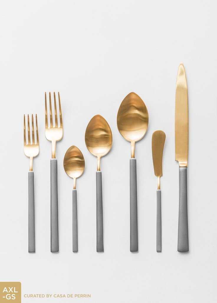 Axel Flatware | Gold + Silver // Casa de Perrin ~ Cassandra talked me into this flatware and it was gorgeous, especially with the chargers.