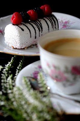 Kakkuviikarin vispailuja!: Vadelmaiset valkosuklaaleivokset